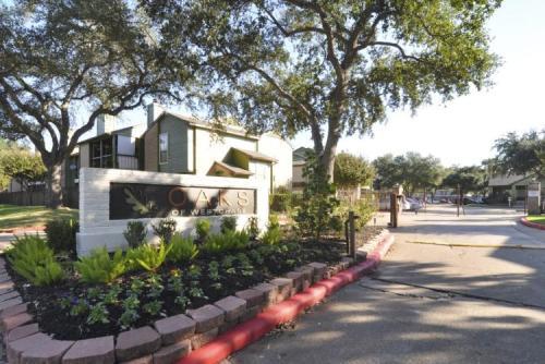 Oaks of Westchase Apartments Photo 1