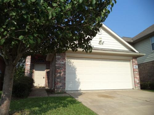 10210 Middleglen Lane Photo 1