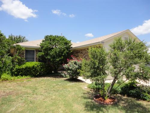 1601 Carriage Hills Trail Photo 1