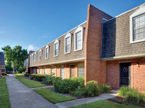 Regency Oaks Apartments Photo 1