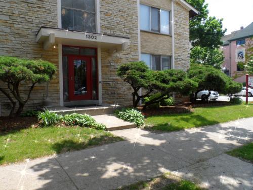 1302 N Astor Street Photo 1