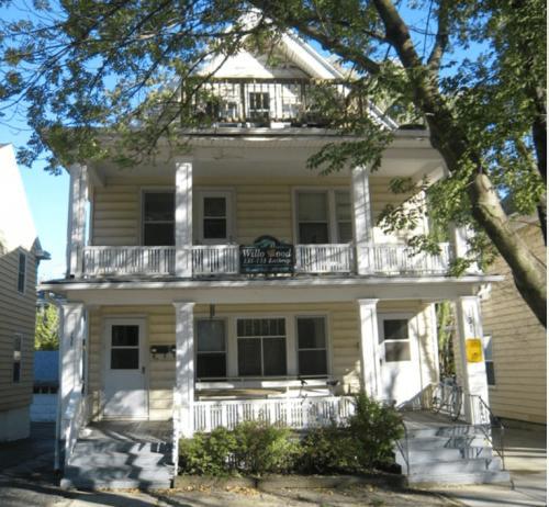 131 Lathrop Street Photo 1