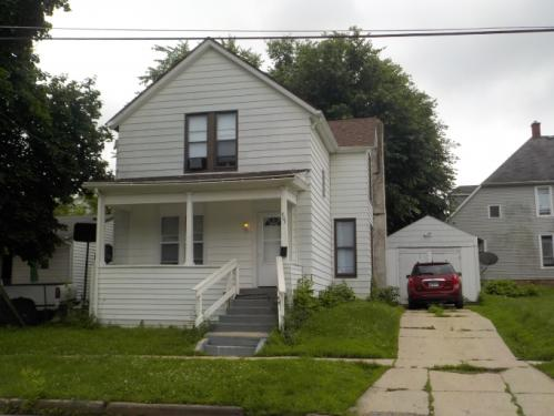407 E Winneshiek Street Photo 1