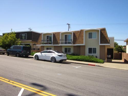 444 Richmond Drive Photo 1