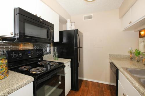Hutton Creek Apartments Photo 1