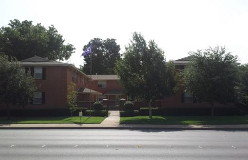 3421 University B B Photo 1