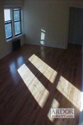 **Prime Woodlawn Area**Elev**Laun**Hwf**Closets... F6 Photo 1