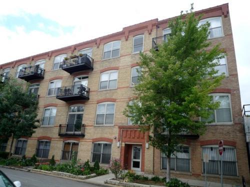 1740 N Maplewood Ave 405 Photo 1