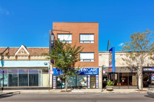 5544 W Belmont Avenue Photo 1