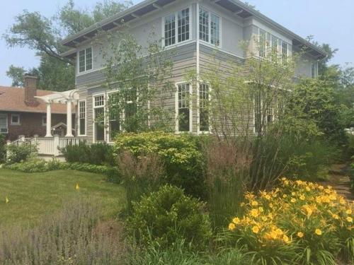 2639 Lincolnwood Drive Photo 1
