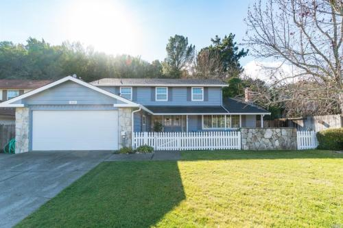 405 Marin Oaks Drive Photo 1