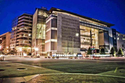 Newseum Residences Photo 1