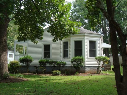 736 Hawthorne Lane Photo 1