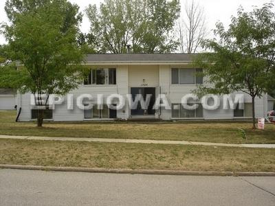 1385 Meadowview Drive #3 Photo 1
