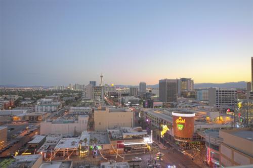 150 N Las Vegas Boulevard #1709 Photo 1