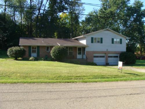 405 Oak Manor NE Photo 1