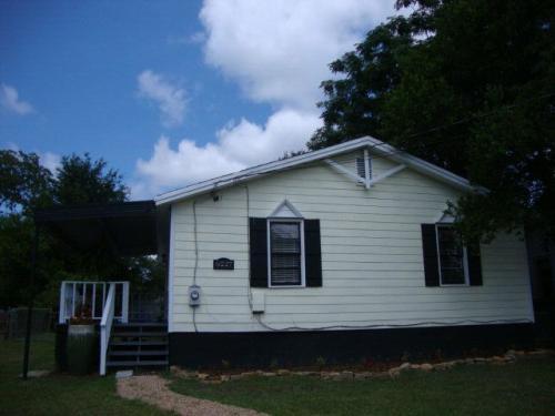 6227 Lynnridge Avenue Photo 1