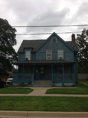 718 Lowell Street Photo 1