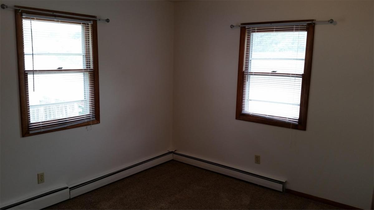 Apartment Unit 2 At 321 Cedar Crest Drive, Cedar Falls, IA 50613 ...