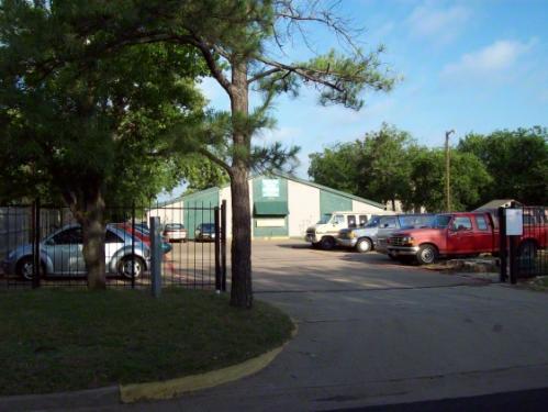 406 N Oak St Photo 1