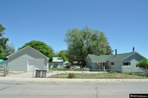 405 E Maple Street Photo 1
