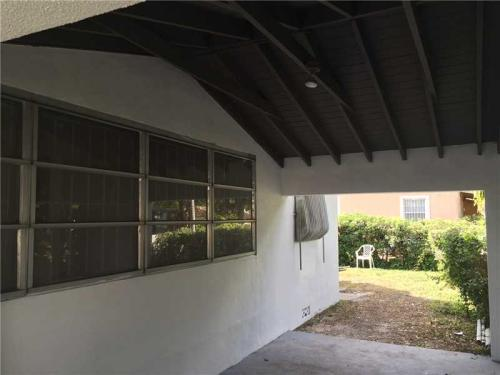 4150 NW 10th Ave Photo 1