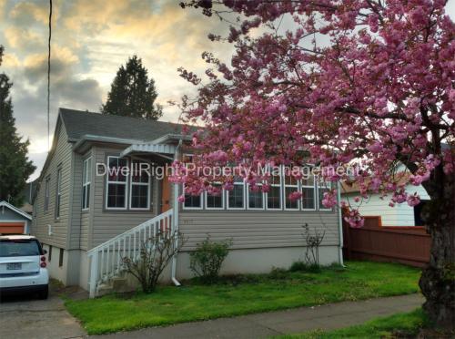 4415 N Haight Avenue Photo 1