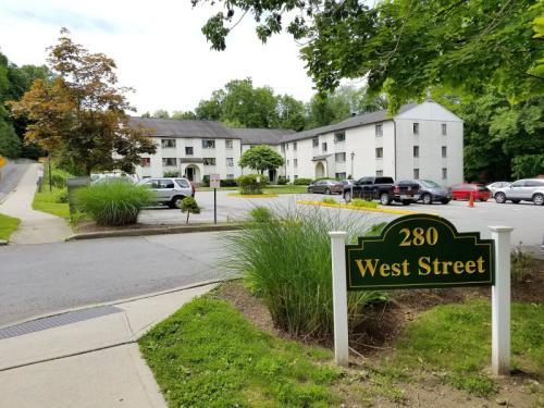 280 West Street Photo 1
