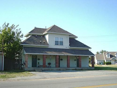 2206 S Travis Street #2 Photo 1