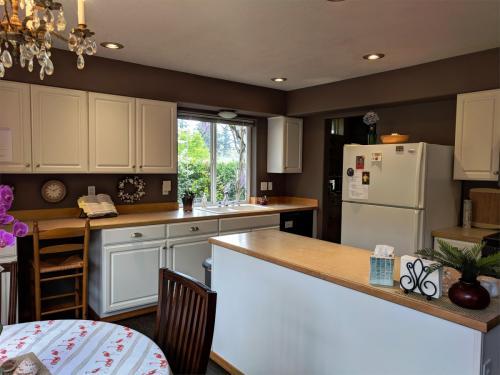 3710 W Hills Place Photo 1