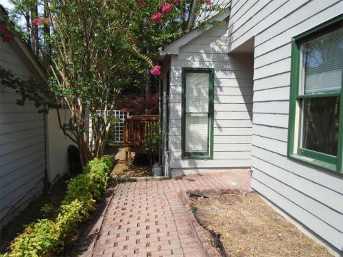 102 Cottage Lane Photo 1