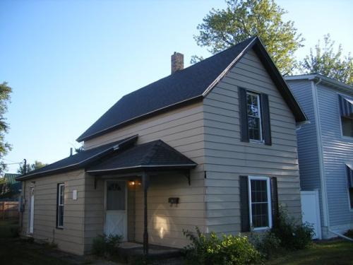 820 E Grove Street Photo 1