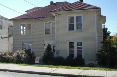 404 Vermilion Street Photo 1