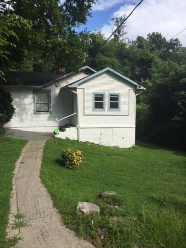 126 Sprayner Terrace Photo 1