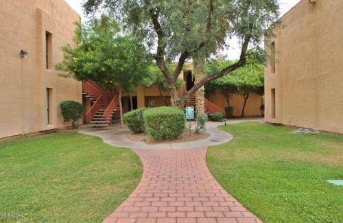 3131 W Cochise Drive Photo 1