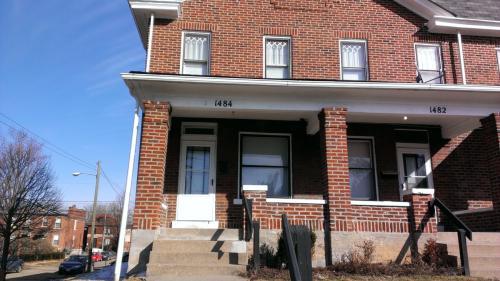 1482 Summit Street Photo 1