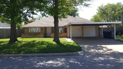 6905 S Villa Avenue Photo 1