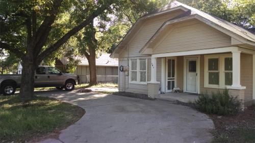 702 S Walnut Street Photo 1