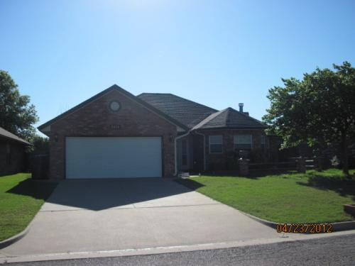 8420 Pinewood Drive Lincoln Square Photo 1