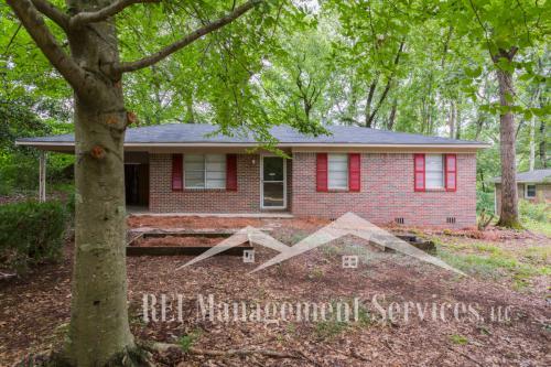 4611 Oak Drive Photo 1