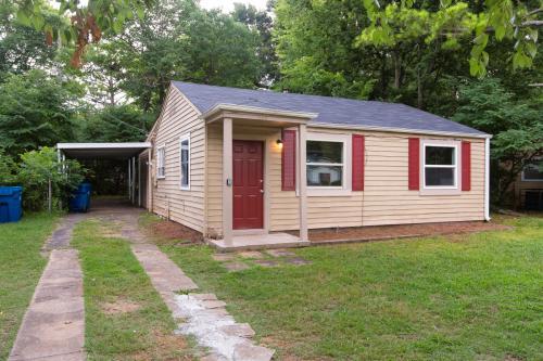 1369 Woodward Road Photo 1