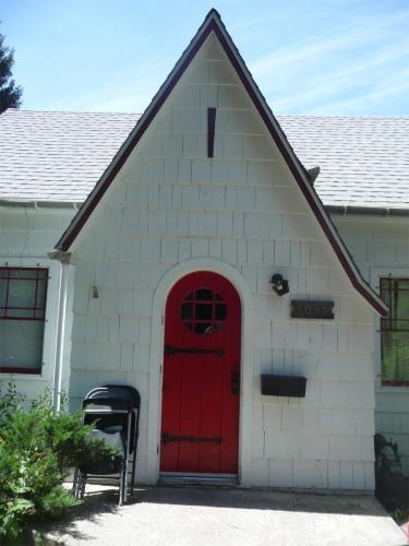 1055 NE Lake Street Photo 1