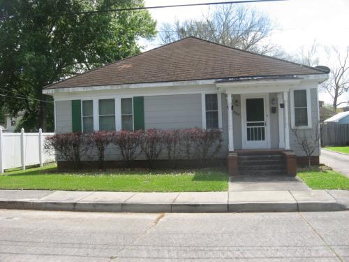 860 Wood Street Photo 1