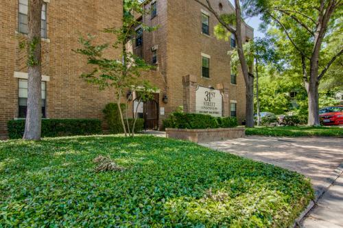 203 E 31st Street Photo 1