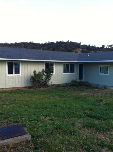 1004 Campbell Avenue Photo 1