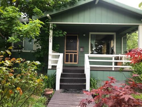 726 Cedar Street Photo 1