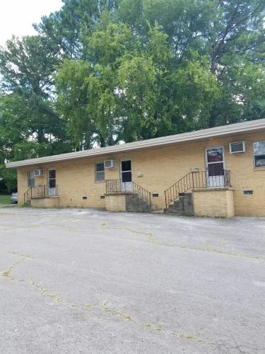 800 Maysville Road NE Photo 1