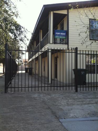 2419 Cross Street #2 Photo 1