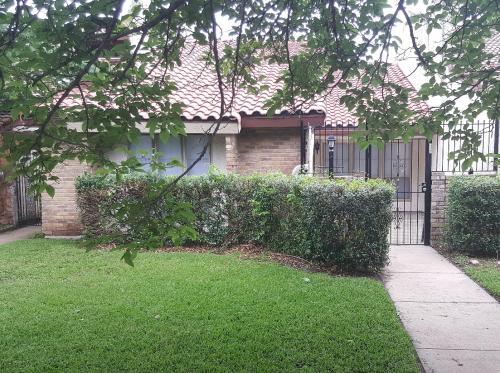 817 W Rochelle Rd Photo 1