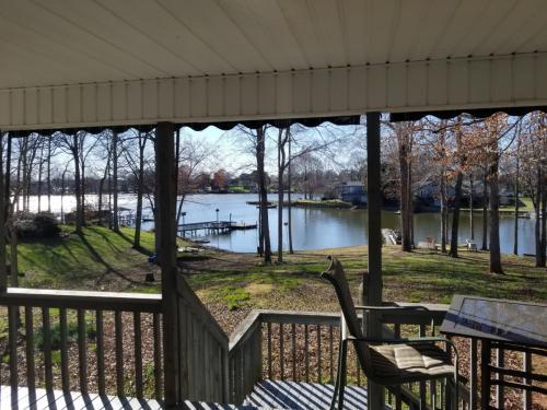 412 Riverwood Drive Photo 1